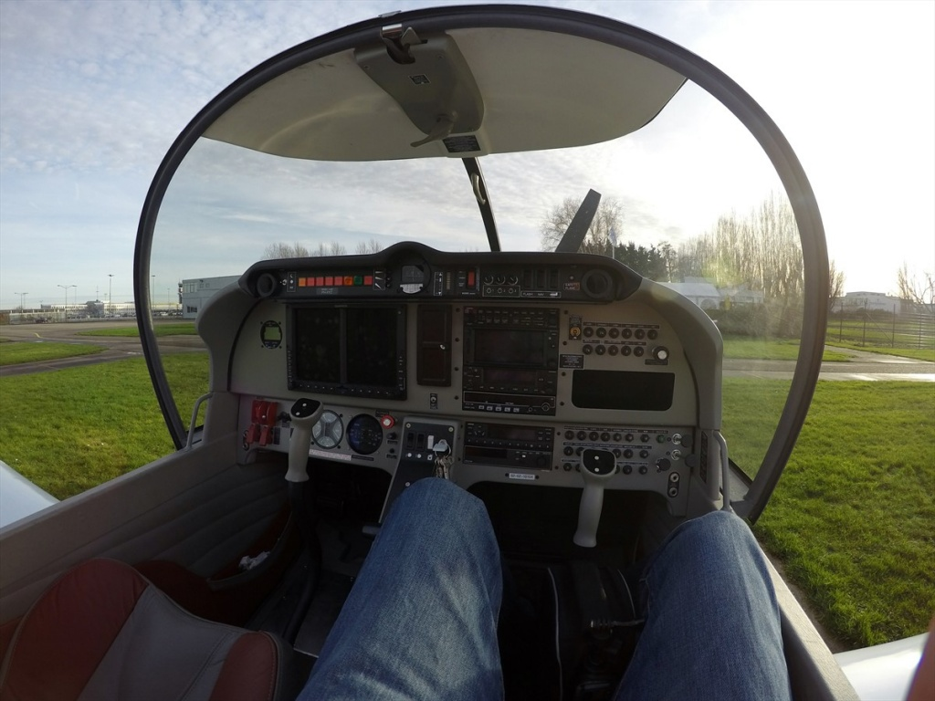 05 PH-XYZ cockpit